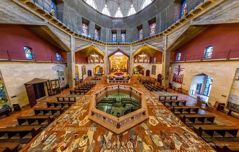 Внутри базилики Благовещения, Назарет
